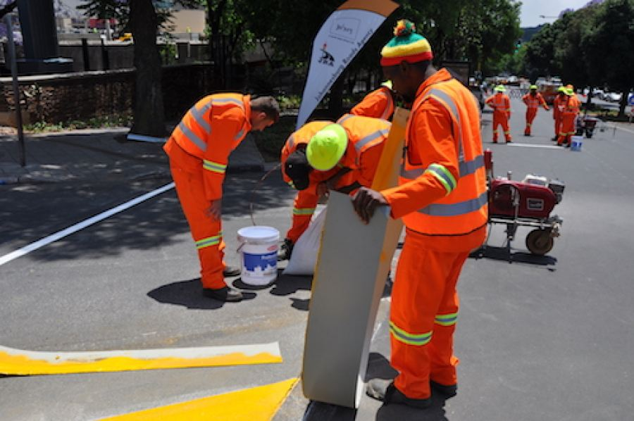 As part of road safety awareness, renowned paint manufacturer Plascon demonstrated its durable and hard-wearing road-marking paint at the Quality Road Markings event hosted by the Johannesburg Road Agency and the City of Johannesburg.