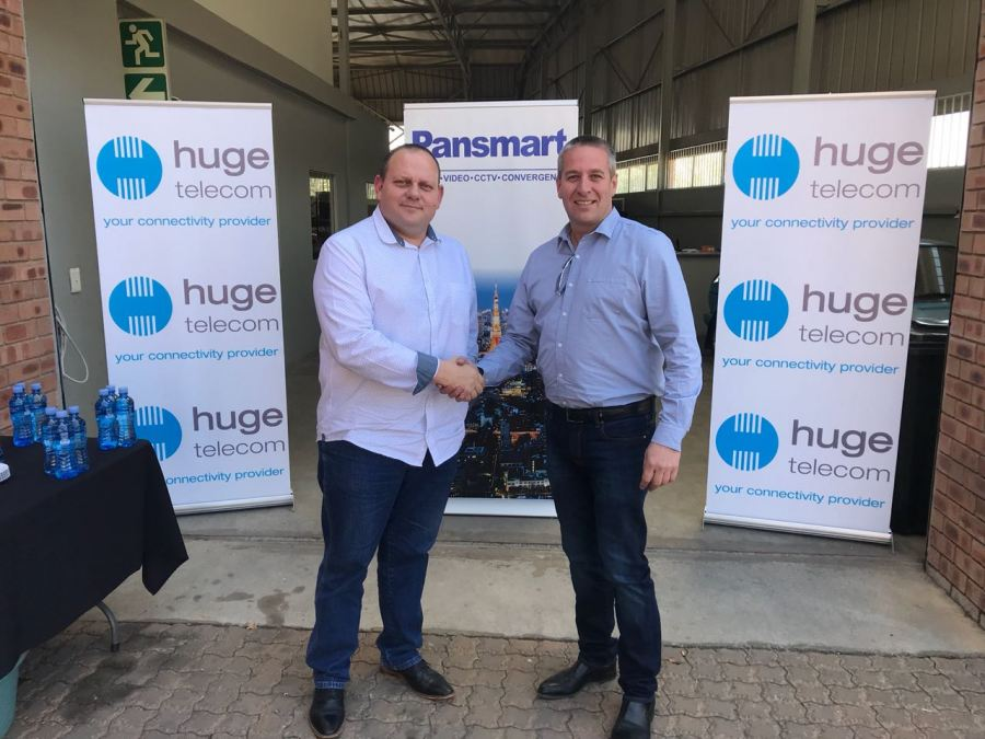 Peter van Tonder (left), Managing Executive: Huge Telecom Gauteng, and Louis Fourie (right), Managing Director: Pansmart.