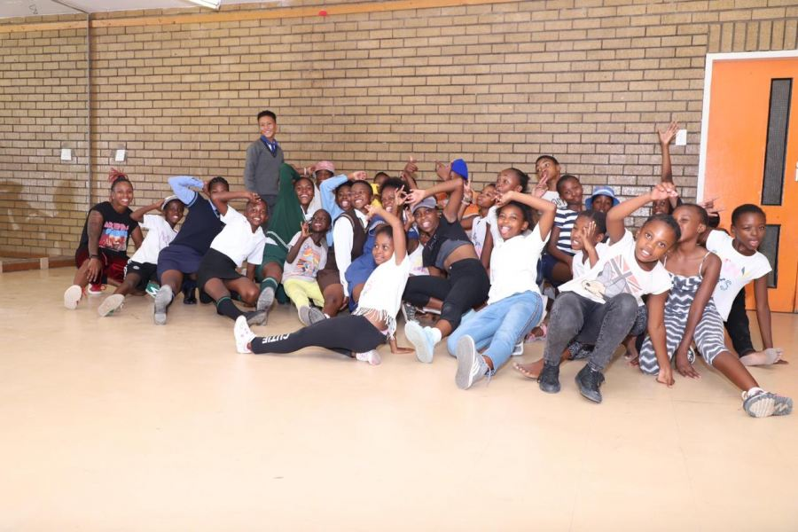Delta The Leo with Thusong Youth Centre Dancers