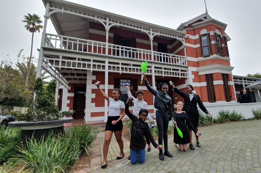 One, two, three... juggle! The College of Magic's six star female jugglers are gearing up for World Juggling Day on 16 June 2019, ahead of their highly anticipated performances at the 2019 Tradtional Children's Magic Festival in Cape Town from 19 to 22 June 2019.